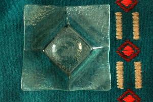 Geenart Nagel. Klaasist taldrik 16 x 16 cm. Hind 20.-