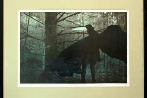 """Kalli Kalde """"Metsasõda"""" (litograafia + kõrgtrükk) 2020. 57 x 44 cm. Hind 250.-"""