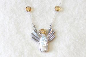 Hõbedast kaelaehe pärlikarbi ja tsitriiniga - Lootuse ja rõõmu ingel (India käsitöö). Hind 320.-